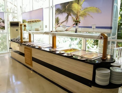 BUFFET DEL RESTAURANTE Apartamentos Benidorm Celebrations™ Pool Party Resort (Adults Only)