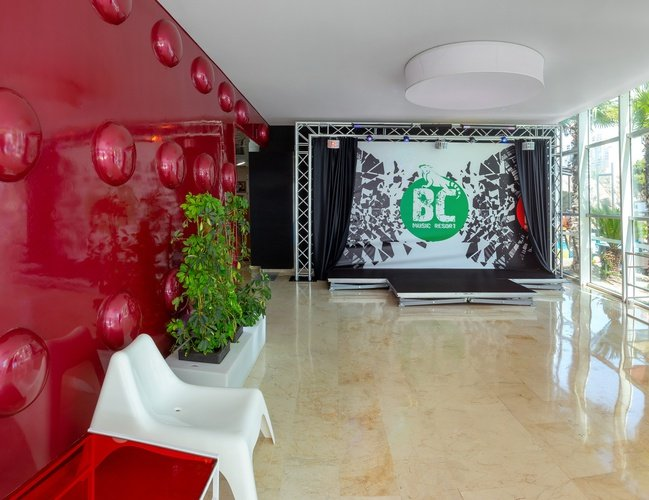 Lobby apartamentos benidorm celebrations™ music resort (adults only)