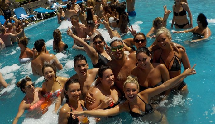 Acceso gratis a todas nuestras Fiestas! Apartamentos Benidorm Celebrations™ Pool Party Resort (Adults Only)