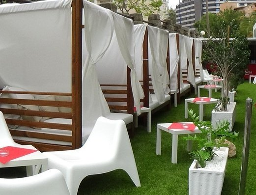 Zona camas balinesas   Benidorm Celebrations™ Pool Party Resort (Adults Only)