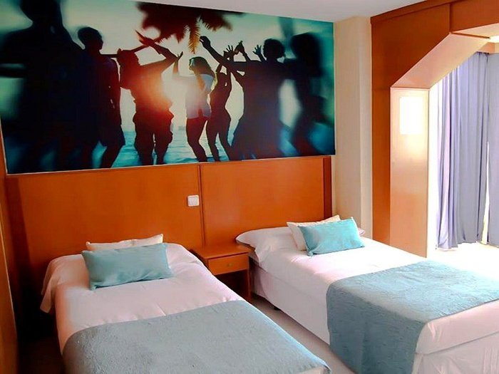 Apartamento superior (estudio + 1 dormitorio + terraza) 6/6 apartamentos benidorm celebrations™ music resort (adults only)