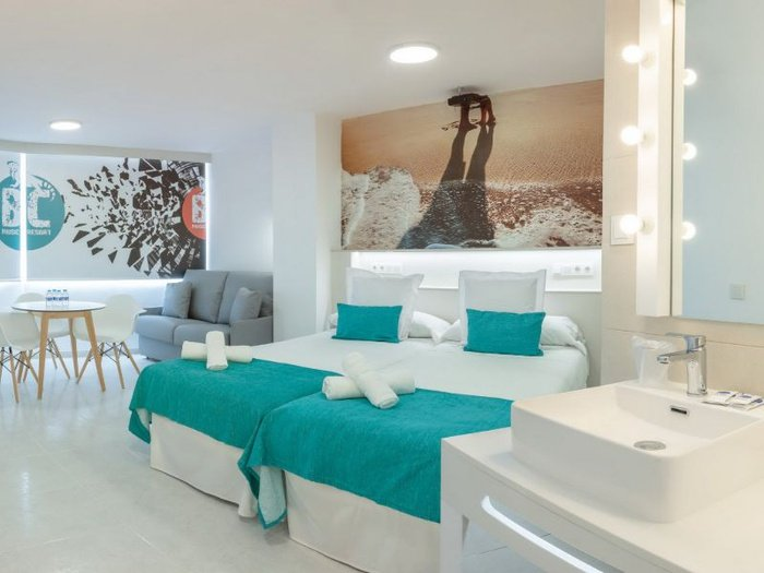 Party studio 2/5 apartamentos benidorm celebrations™ music resort (adults only)