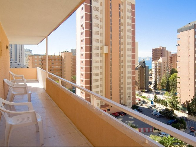 Terraza apartamentos benidorm celebrations™ music resort (adults only)
